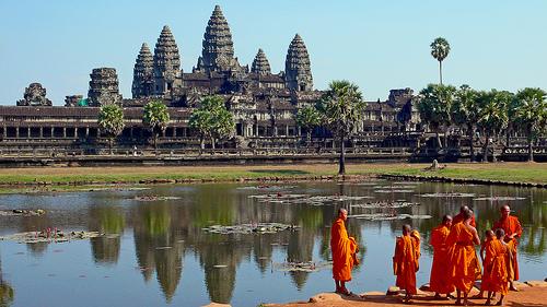Ankor Wat con monjes budistas, imagen de tylerdurden1 enFlickr